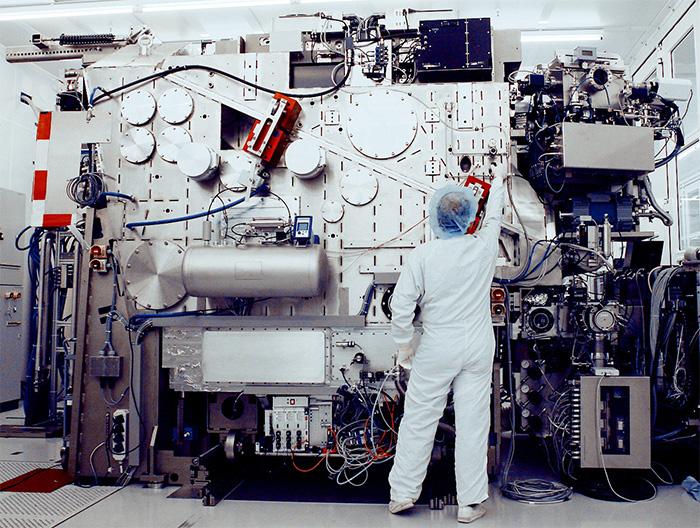 2006年全球首台EUV光刻机原型